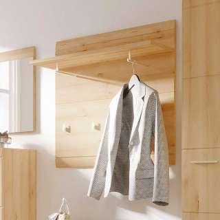 Garderobe in Buchefarben hängend