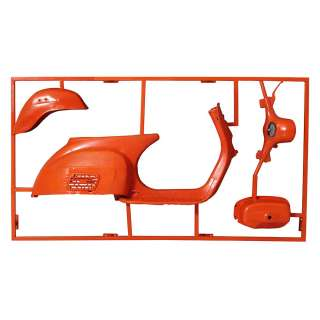 Wanddekoration in Orange Metall